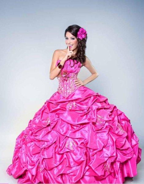 874c77893 Alquiler de vestidos Lucy Fashion